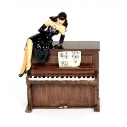 Pixi Berthet Pin-up - La Pin-up sur le piano